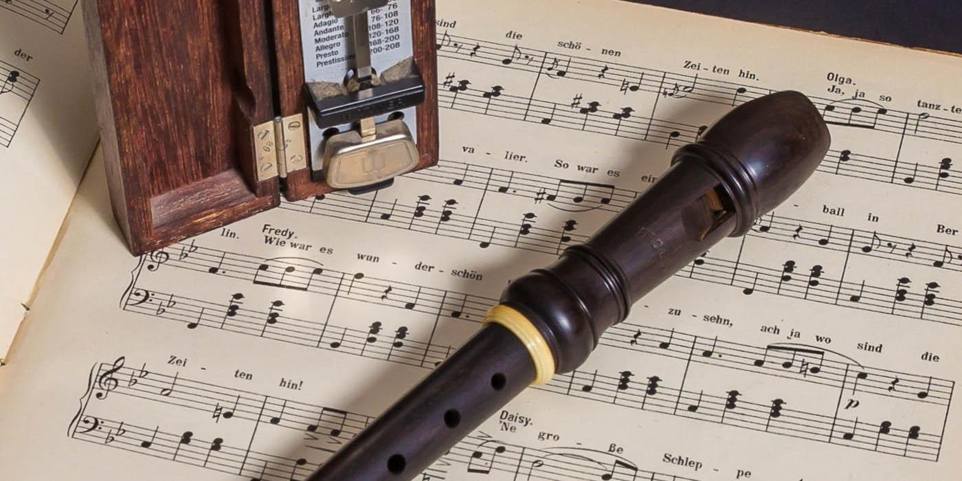 Blokfluit met bladmuziek