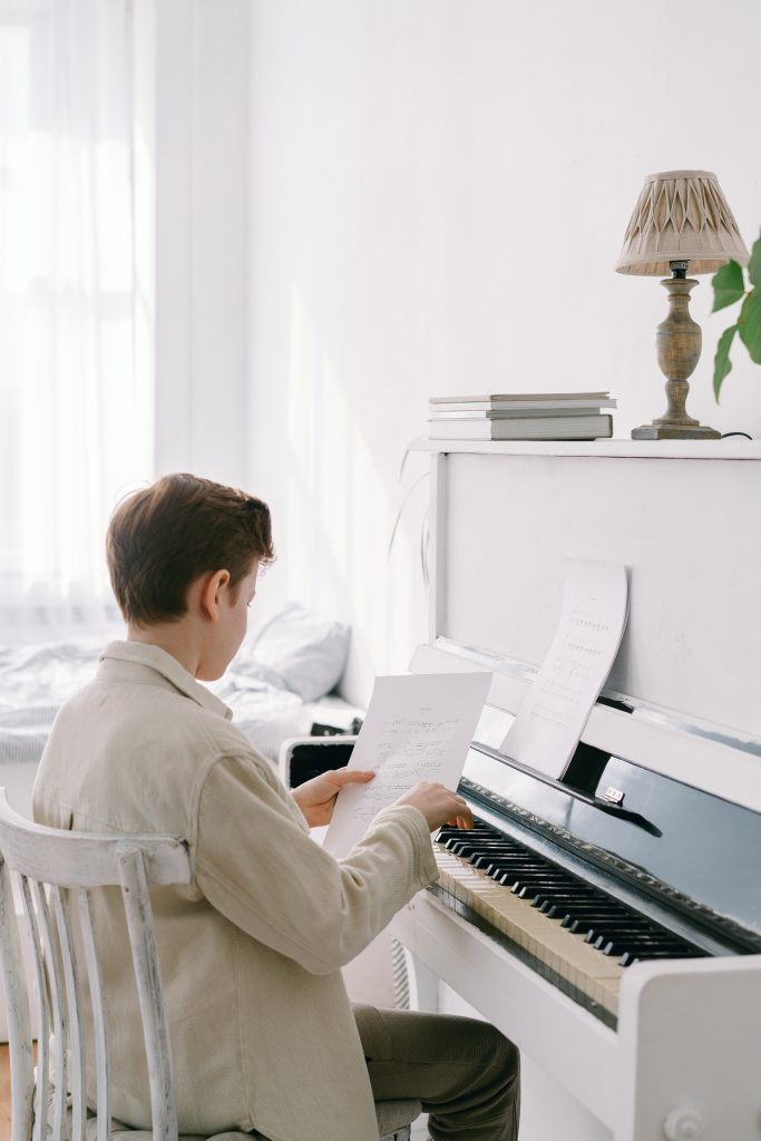 Overvejer du, om dit barn skal begynde til musik? Vi guider dig til at vælge det rigtige instrument og underviser.