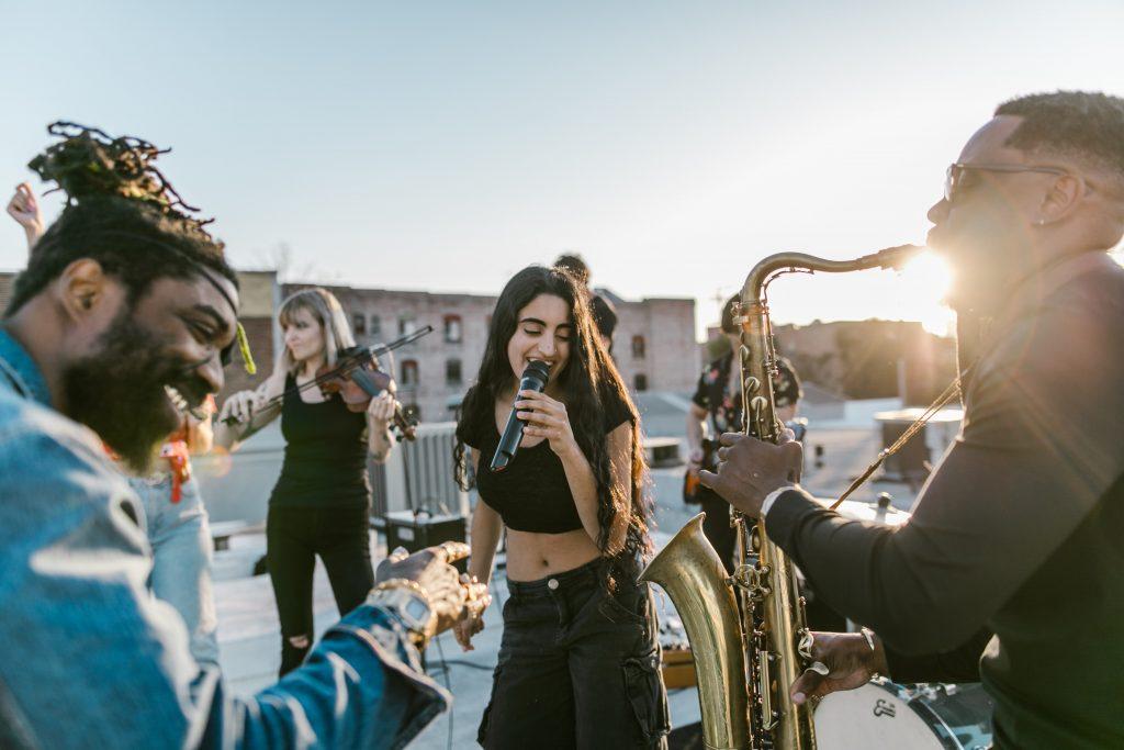Når vi spiller og synger sammen, fjernes de forskelle og uligheder, der er mellem os, for en stund.